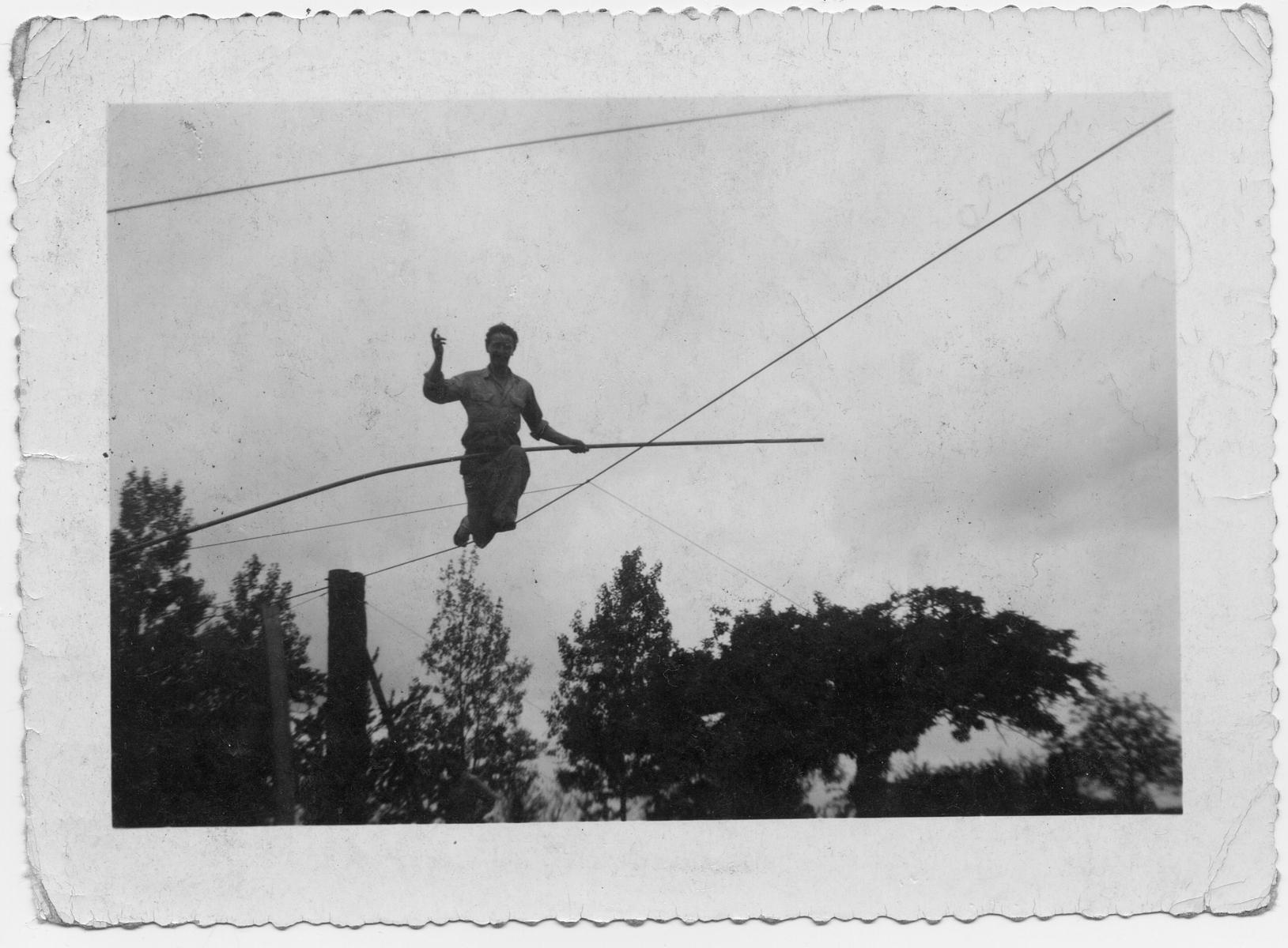 Papa-Funambule-au-Paradis-juin-1956-GC