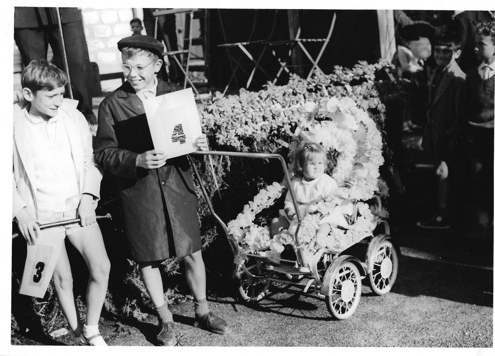27-Docs-Lydie-Gascoin-15-Fête-de-lArgonne-1964-plus-beau-bébé-Nouvelles-Galeries-Anne-Lise-Gascoin