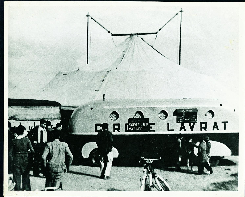 Billetterie-du-cirque-Lavrat-en-1950-LG