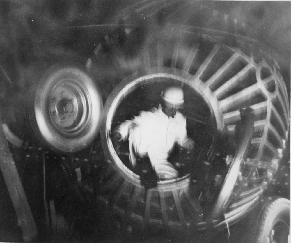 Rool-Boul-5-Cosmonaute-Guy-Courtois-sort-du-Rool-Boul-GC-reduit